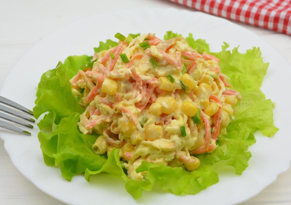 Салат с сыром «косичкой»